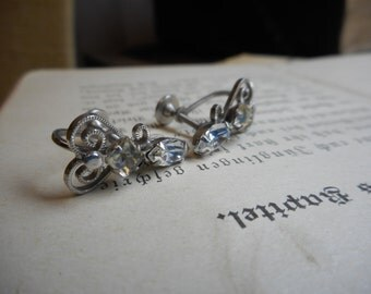 Antique silver filigree heart & rhinestone screw back earrings circa 1960's