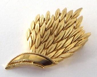 Vintage Trifari Leaves Brooch Pin Gold