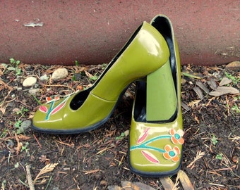90s does 60s Olive Leather Flower Power Hippie Mod Square Toe Chunky Heels ladies 7