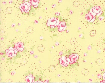 Fleurs - Petite Bouquet in Buttercup by Brenda Riddle for Moda Fabric