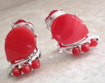 Red Thermoplastic Earrings Silver Tone Clips Moonglow Thermoset Vintage V0892