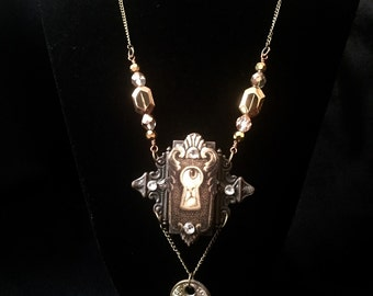 Peeking Kitty Keyhole necklace