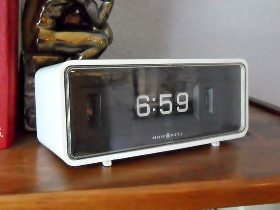 Vintage ge flip clock white black model 8125 1970s general White flip clock