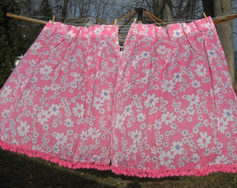 Set of 2 sweet pink daisy floral poly pinch pleat vintage curtains with pom pom fringe