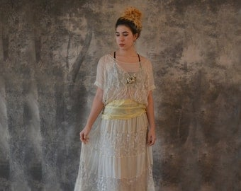 1920s Cream Silk and Lace Wedding Dress size S/M