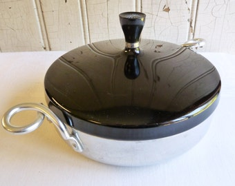 Vintage Starburst Wear Ever Hallite Casserole No. 902 - Black Lid with Starburst Knob - Corkscrew Handles - Mid-Century 1950s