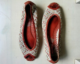 Vintage woven burgundy red and white leather peep toe flats womens summer shoes. European size 39