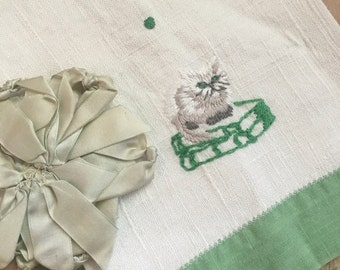 Vintage Guest Towel Shabby Chic Linen Embroidered Persian Cat On Books White Green H20
