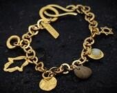 Raw natural charm bracelet, aquamarine gemstone, Hamsa symbol, natural materials, modern material, spring, gift for her, handmade, Bohemian.