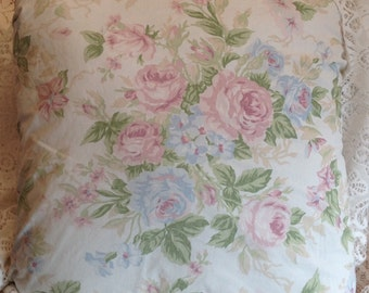 Shabby Chic pillow cover with large cabbage roses