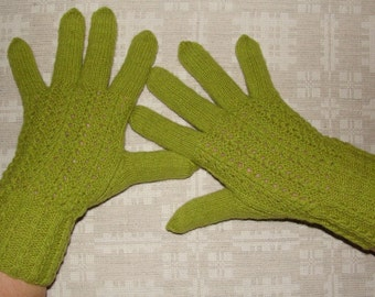 Women gloves- hand knitted from natural wool, very warm, green