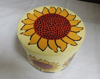 Vintage Metal Floral Tin / Sunflower Tin / Round Floral Tin / Metal Tin Box / Mod Floral Tin / Retro Tin / Storage Tin / Craft Container