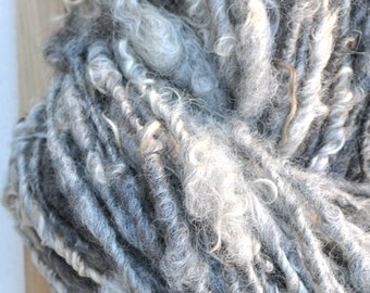 Scarf Kit, Bulky Grey Yarn Fleece Un-dyed Natural Hand-spun Yarn, Kit With Needles and Pattern. Knitting