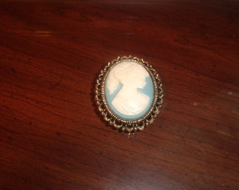 vintage pin brooch goldtone cameo style