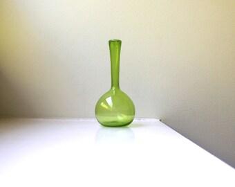Scandinavian Modern Green Bud Vase Art Glass Arthur Percy Gullaskruf Mouth Blown