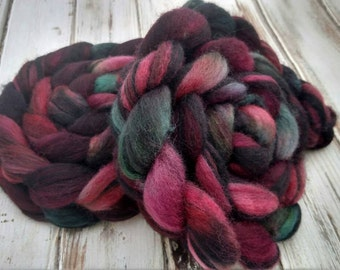 """4oz """"Rosebush"""" Shaded BFL Blue Faced Leicester Wool Spinning Fiber Combed Top Roving Felting Green Pink Purple"""