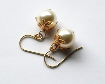 SET of 4 pairs gold pearl earrings, large pearl earrings, bridesmaid earrings, Gold pearl drop earrings, 4 sets bridesmaids gifts, Wedding