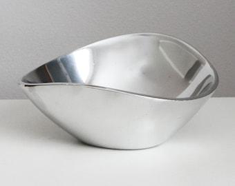 Mid Century Nambe Bowl 567 - Nambe Butterfly Bowl - Nambe Tri-Corner Bowl - Minimalist Metal Bowl - Asymmetrical Bowl