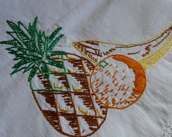 VINTAGE embroideries tablecloth