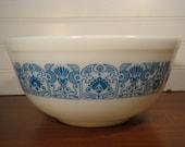 Pyrex Horizon Blue 2 1/2 quart Mixing Nesting Bowl