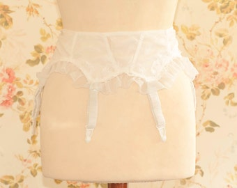 Vintage 1950s White Frilly Rayon Garter Suspender Belt. 26 to 28 Inch Waist.