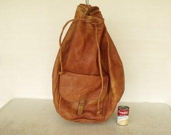 """Huge 24"""" Vintage 70s Leather Backpack Rucksack Knapsack Barrel Style Cross Shoulder Travel Bag"""