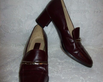 Vintage 1960s Ladies Oxblood Leather Pumps by Shoestrings Size 6 Mod Only 7 USD