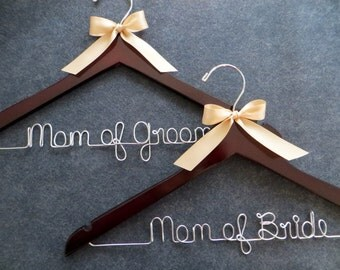 Mother of Bride Hanger, Mother of Groom Hanger SET, Personalized Wedding Hangers, Bridal Party Hanger Set, Wire Hanger, Wedding Gift for Mom