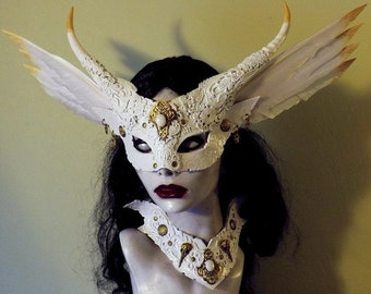 The Goblin Queen mask & collar