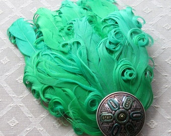 """Emerald Green """"Nagoire"""" (Curly Goose) Feather Fascinator Hair Clip"""