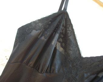 Black Full Slip with Lace Top / Bottom ~ Adjustable Straps  ~ Chic Vintage ~ Bottom Side Slit