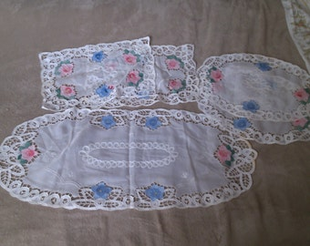 5 Piece Placemat Set, Runner and 4 Place Mats of Applique with Battenberg Lace