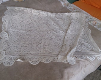 Scolloped Edge Lace Tablecloth