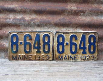 Antique Maine License Plate 1923 SET OF 2  Aged White Blue License Plate Aged Metal Patina VTG Garage Man Cave Industrial Rat Rod Car Truck