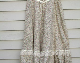 Vintage Jessicas Gunnies Calico and lace Peasant skirt ala 1970s.