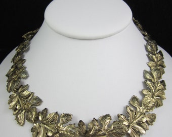 Nice Vintage Gold Tone Big Leaf Links Necklace