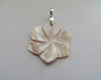 Vintage Flower Shape Mother of Pearl Pendant