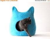 SALE Ready to ship cat bed in size L - cat cave - cat house - felted wool cat bed - bright turquoise with natural white
