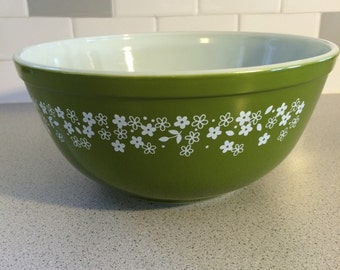 Pyrex Spring Blossom Green / Crazy Daisy 403 2.5 qt Mixing Bowl