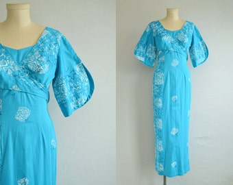 Vintage 50s Hawaiian Maxi Dress / 1950s Ethnic Tiki Print Novelty Border Wrap  Hostess Dress / Ethnic Luau Dress