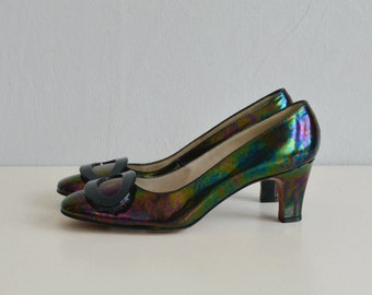 Vintage 60s Shoes / 1960s Mod Iridescent Black Patenet Leather Low Heel Pumps with Buckle Size 6