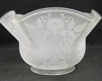 "7582 One Etched Glass Lamp Shade Gasolier Victorian  4"" holder c1890"