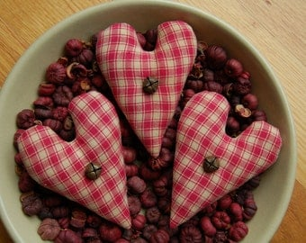 Primitive Valentines Day Magenta & Cream Homespun Heart Ornies