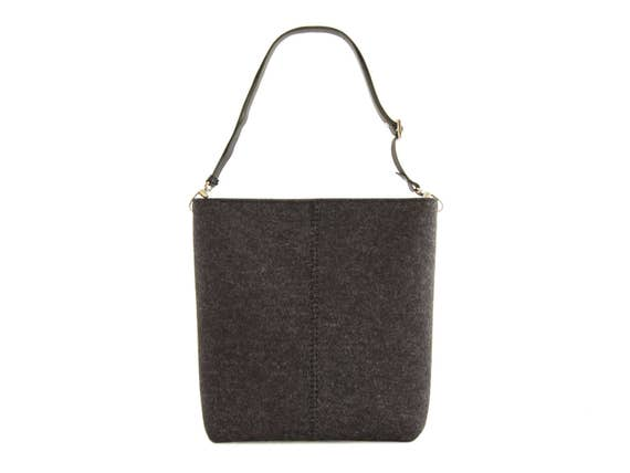 Large felt SHOULDER BAG with leather strap / black crossbody bag / wool felt bag / tote bag / felt tote / made in Italy