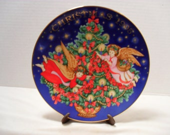 Trimming the Tree 1995 Christmas Plate by Avon Collector or Collectible Plate Holiday Decor