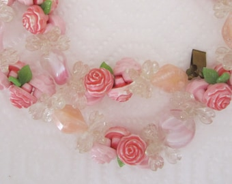 Vintage pink flower garland necklace. pink necklace. flower jewelry. floral necklace.
