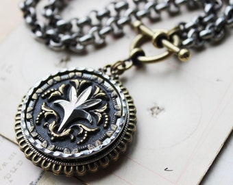 Antique Button Necklace Chunky Metal, Stylized Fleur de Lis, Lily, Silver & Gold Necklace Game of Thrones, Antique Button Jewelry veryDonna