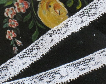 1 Yard Narrow Antique Chantilly Lace Trim - Ivory Cotton - Edwardian - Flower Bud Design, Picot Edge - NOS Vintage Supplies, Sewing, Dolls