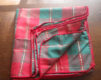 Set of 4  Plaid Cloth Napkins Red Green and Gold for Christmas Holidays Dining Table Holiday Celebrations Thanksgiving Xmas Excellent Cond