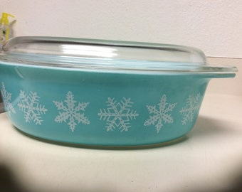 Pyrex oval baking dish...turquoise with snowflakes 13 x 8 inches 3 inches deep